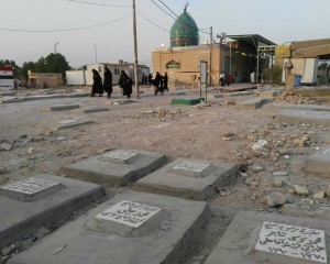 قبرستان وادي السلام - ماه رمضان سال ١٣٩٥ خورشيدي قبل از هموار سازي سطح نزديك حرم حضرات هود و صالح